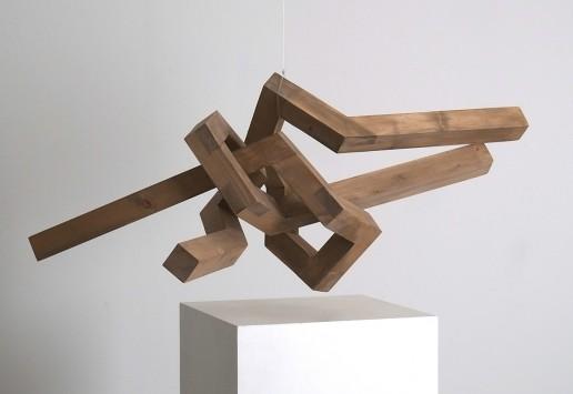 Hängende Skulptur aus Holz